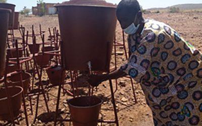 COVID-19 : Kits de lavage des mains pour la communauté de Hawa-Dembaya